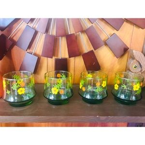 #newtocloset Set of four vintage drinking cups